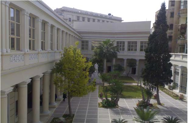 Εσωτερικό κήπος της ανακαινισμένης Τοσιτσαίας Σχολής όπου σήμερα στεγάζεται το Πατριαρχείο Αλεξανδρείας