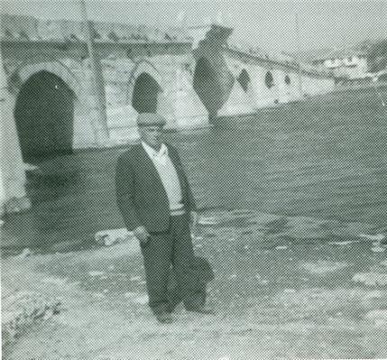 Φωτο 63 - Η γέφυρα του Τεκμετζέ. Στη φωτογραφία ο Δρόσος Χατζηκωστής