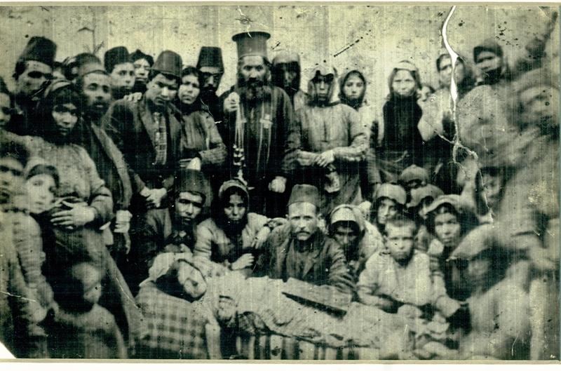 Σπανιότατη φωτογραφία από κηδεία στα Λιμνά Καππαδοκίας.