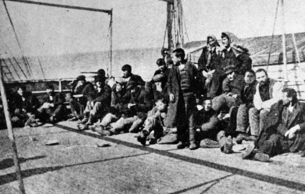Στο κατάστρωμα Έλληνες μετανάστες, πλους προς Αμερική