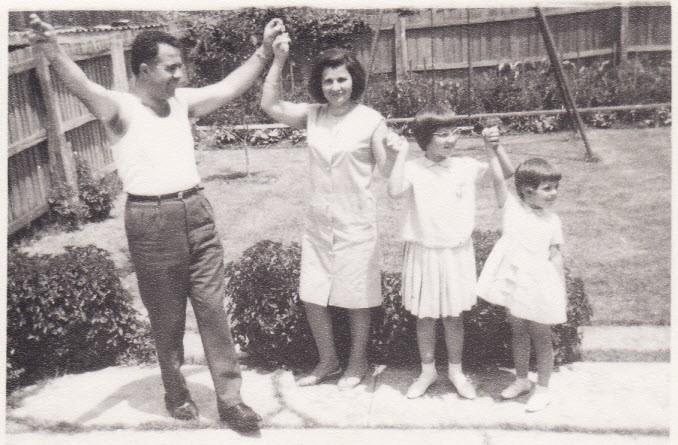 1964 - Ημέρα χορού και διασκέδασης στη πίσω αυλή του σπιτιού μας μα τις δύο  κόρες μας
