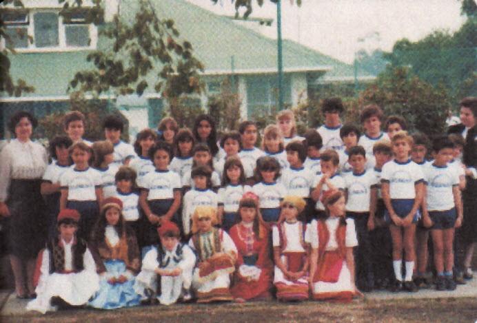 1982 Το απογευματινό σχολείο Glenroy παράρτημα της κοινότητας Μπράνσγουικ με τις δασκάλες αριστερά Μένια Κούμαρου και δεξιά η Χριστίνα Κολοκοτρώνη